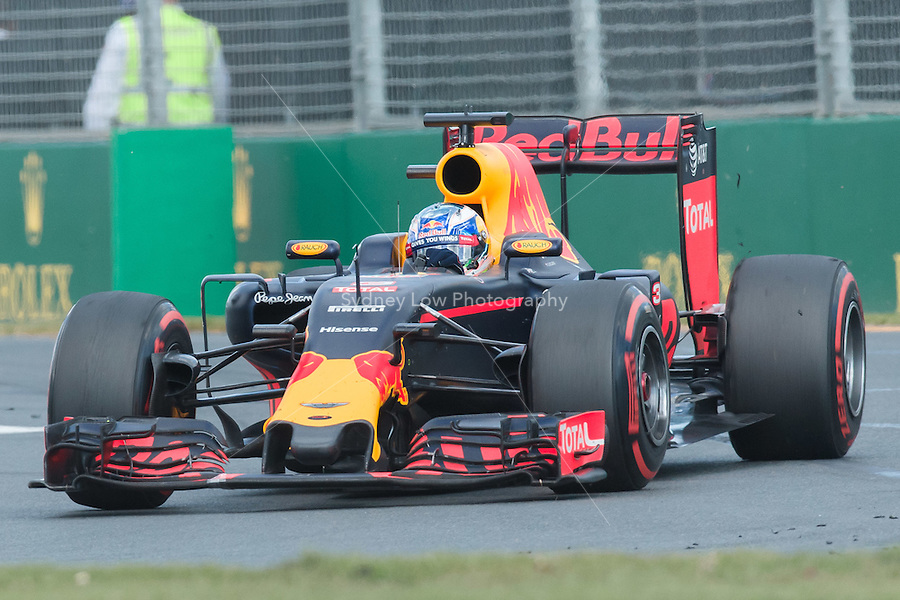 March 20, 2016: Daniel Ricciardo (AUS) #3 from the Red Bull Racing team at turn one of the 2016 Australian Formula One Grand Prix at Albert Park, Melbourne, Australia. Photo Sydney Low