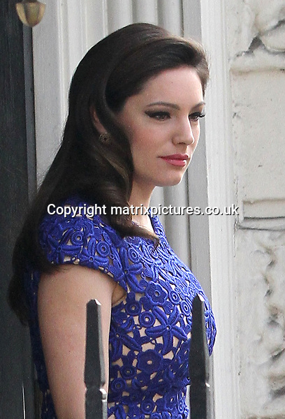 "NON EXCLUSIVE PICTURE: MATRIXPICTURES.CO.UK.PLEASE CREDIT ALL USES..WORLD RIGHTS..English glamour model and TV presenter Kelly Brook is pictured leaving her London home to film an episode of the ""Celebrity Juice"" TV show...APRIL 10th 2013..REF: WTX 132366"