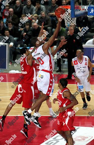 2008-12-13 / Basketbal / Antwerp Giants - BC Oostende / Brandon Gay (Antwerp) scoort 2 punten..Picture by Maarten Straetemans (SMB)