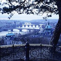 Tschechien, Boehmen, Prag: winterliche Stimmung ueber der Moldau   Czech Republic, Bohemia, Prague: view over Vltava River in winter