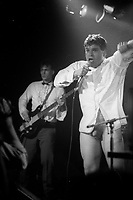 Le chanteur de Vent du Mont Scharr ;   Jean-Luc Bonspiel,se denude sur scene lors du  concours Rock Envol, le 21 octobre 1986 au Club Soda<br /> <br /> PHOTO :  : Agence Quebec Presse