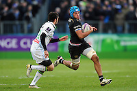 Zach Mercer of Bath Rugby goes on the attack. European Rugby Challenge Cup match, between Bath Rugby and Pau (Section Paloise) on January 21, 2017 at the Recreation Ground in Bath, England. Photo by: Patrick Khachfe / Onside Images