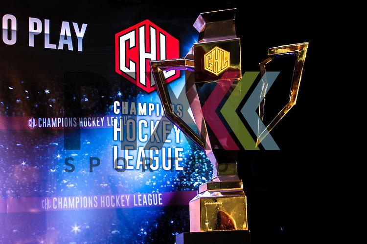 Champions Hockey League Trophy  bei der Auslosung der CHL Season Group Draw 2015/2016.<br /> <br /> Foto &copy; P-I-X.org *** Foto ist honorarpflichtig! *** Auf Anfrage in hoeherer Qualitaet/Aufloesung. Belegexemplar erbeten. Veroeffentlichung ausschliesslich fuer journalistisch-publizistische Zwecke. For editorial use only.