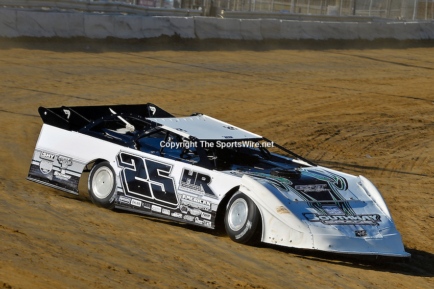 Feb 09, 2014; 5:11:12 PM; Lake City, FL., USA; The UMP Nationals running a $5000-to-win UMP DIRTcar event at North Florida Speedway.  Mandatory Credit: (thesportswire.net)