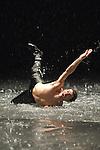 VOLLMOND (Pleine lune)<br /> <br /> Mise en sc&egrave;ne, chor&eacute;graphie Pina Bausch<br /> D&eacute;cor : Peter Pabst<br /> Costumes : Marion Cito<br /> Collaboration musicale : Matthias Burkert, Andreas Eisenschneider<br /> Assistants &agrave; la mise en sc&egrave;ne : Marion Cito,.Daphnis Kokkinos, Robert Sturm<br /> Musique Amon Tobin, Alexander Balanescu.et le Balanescu Quartett, Cat Power, Carl.Craig, Jun Miyake, Leftfield, Magyar Posse,.Nenad Jelic, Ren&eacute; Aubry, Tom Waits.<br /> Interpr&egrave;tes : Rainer Behr, Silvia Farias,.Ditta Miranda Jasjfi, Dominique Mercy,.Nazareth Panadero, Helena Pikon,.Jorge Puerta Armenta, Azusa Seyama,.Julie Anne Stanzak, Michael Strecker,.Fernando Suels Mendoza, Kenji Takagi<br /> Lieu : Th&eacute;&acirc;tre de la Ville<br /> Paris, le 16 juin 2007<br /> &copy; Laurent Paillier / photosdedanse.com<br /> All rights reserved