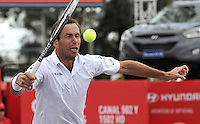 BOGOTA – COLOMBIA – 19-07-2014: Radek Stepanek de Republica Checa devuelve la bola a Ivo Karlovic de Croacia durante partido de semifinales del Open Claro Colombia de tenis ATP 250, que se realiza en las canchas del Centro de Alto Rendimiento en Altura en la ciudad de Bogota.  / Radek Stepanek of Czech Republic returns the ball to Ivo Karlovic of Croatia, during a match for the semifinals of the Open Claro Colombia de tenis ATP 250, at Centro de Alto Rendimiento en Altura in Bogota City. Photo: VizzorImage / Luis Ramirez / Staff.
