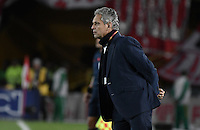 BOGOTÁ -COLOMBIA, 07-12-2016: Reinaldo Rueda técnico del Nacional gesticula durante el encuentro de ida entre Independiente Santa Fe y Atlético Nacional por la semifinal de la Liga Aguila II 2016 jugado en el estadio Nemesio Camacho El Campin de la ciudad de Bogota.  / Reinaldo Rueda coach of Nacional gestures during the first leg match between Independiente Santa Fe and Independiente Medellin for the semifinal of the Liga Aguila II 2016 played at the Nemesio Camacho El Campin Stadium in Bogota city. Photo: VizzorImage/ Gabriel Aponte / Staff