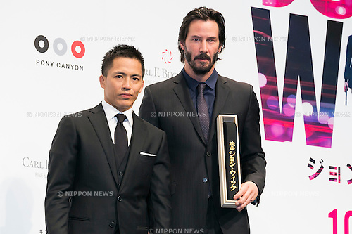 (L to R) Japanese Judo Gold Medalist Tadahiro Nomura and Canadian actor Keanu Reeves pose for the cameras during the Japanese premiere for the film John Wick on September 30, 2015, Tokyo, Japan. The movie will be released in Japanese theatres on October 16. (Photo by Rodrigo Reyes Marin/AFLO)