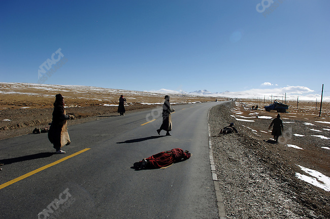 Pilgrims prostrated themselves south of Nagqu on the side of the road to Lhasa as they made their way to the Tibetan capital still 200 miles to the south. November 17, 2006