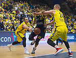 13.01.2019, EWE Arena, Oldenburg, GER, easy Credit-BBL, EWE Baskets Oldenburg vs Alba Berlin, im Bild<br /> am Ball.....<br /> Karsten TADDA (EWE Baskets Oldenburg #9 ), Rasid MAHALBASIC (EWE Baskets Oldenburg #24 )<br /> Johannes THIEMANN (Alba Berlin #32 )<br /> Foto © nordphoto / Rojahn