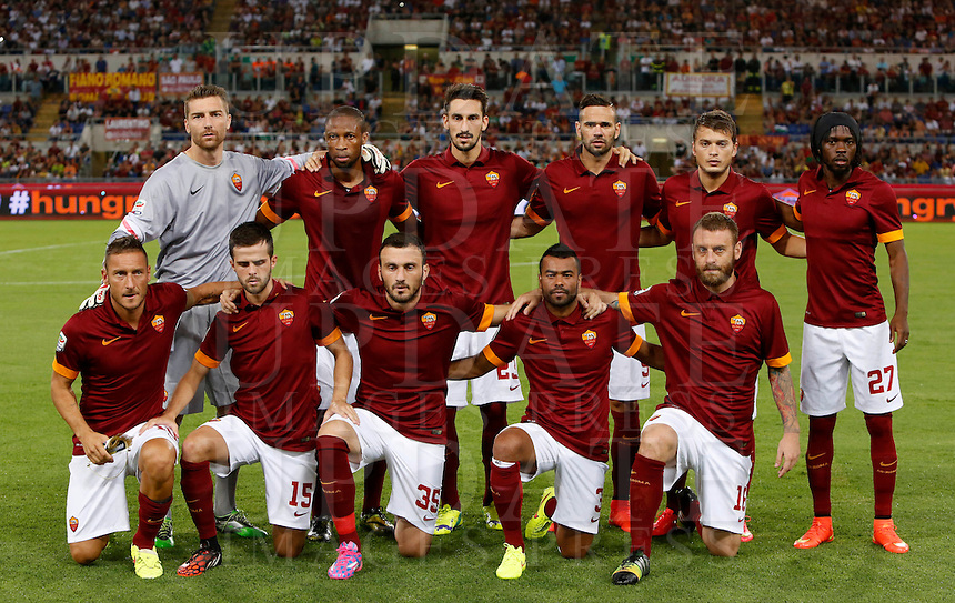 Calcio, amichevole Roma vs Fenerbahce. Roma, stadio Olimpico, 19 agosto 2014.<br /> Roma players pose prior to the start of the friendly match between AS Roma and Fenerbache at Rome's Olympic stadium, 19 August 2014. Front row, from left, Francesco Totti, Miralem Pjanic, Vasileios Torosidis, Ashley Cole and Daniele De Rossi; back row, from left, Morgan De Sanctis, Seydou Keita, Davide Astori, Leandro Castan, Adem Ljajic and Gervinho.<br /> UPDATE IMAGES PRESS/Riccardo De Luca