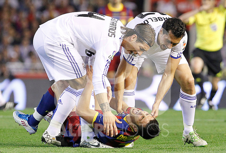 FC Barcelona's David Villa (c) and Real Madrid's Sergio Ramos (l) and Alvaro Arbeloa (r) during King's Cup 2001 Final match.April 20,2011. (ALTERPHOTOS/Acero)