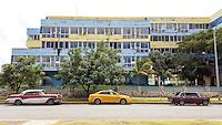"""HAVANA-CUBA - 12.10.2016: Carros estacionados em rua na praia de Tropicoco, que faz parte das chamadas """"Praias do Leste"""", na região metropolitana de Havana.  (Foto: Bete Marques/Brazil Photo Press)"""