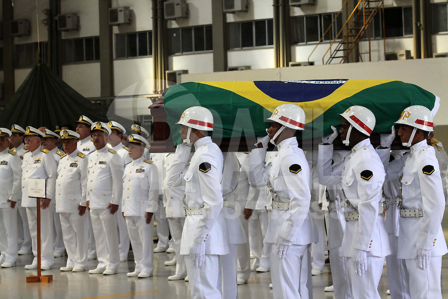 RIO DE  JANEIR,28 DE JANEIRO DE 2012- Corpo dos Oficiais da  Marinha , chegam a  base aérea  do RJ, onde receberam homenagens. No velório o ministro da justica e o vice presidente estiveram presentes .<br /> Local: Base aérea do RJ-Ilha do Governador -RJ<br /> Foto: Guto Maia / News Free