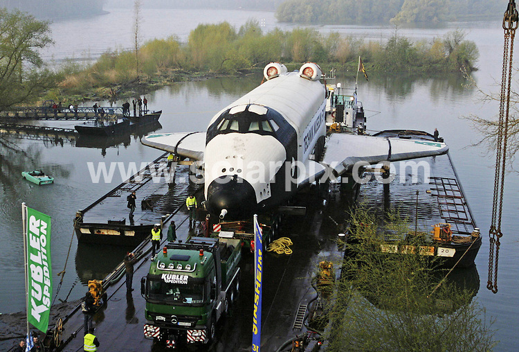 **ALL ROUND PICTURES FROM SOLARPIX.COM**.**SYNDICATION RIGHTS FOR UK AND SPAIN ONLY**.The Russian Orbiter Buran meaning blizzard is moved by a barge across the river Rhine. The Russian unmanned shuttle which orbited the earth twice during its working life will become the world's first genuine space shuttle to go on view to the general public at the technical museum in Speyer near Frankfurt in Germany It will arrive at the harbour of Speyer and will be transported with four lorries to the museum in Frankfurt..JOB REF:6127-CPR/Martin Oeser        DATE:12_04_08.**MUST CREDIT SOLARPIX.COM OR DOUBLE FEE WILL BE CHARGED* *UNDER NO CIRCUMSTANCES IS THIS IMAGE TO BE REPRODUCED FOR ANY ONLINE EDITION WITHOUT PRIOR PERMISSION*