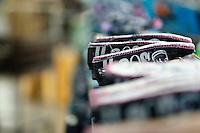 Nova Serrana_MG, Brasil...Industria de calcados da cidade de Nova Serrana, Minas Gerais. Na foto, producao de tenis vulcanizado...The footwear industry in Nova Serrana, Minas Gerais. In this photo, the vulcanized sneakers production...Foto: BRUNO MAGALHAES / NITRO