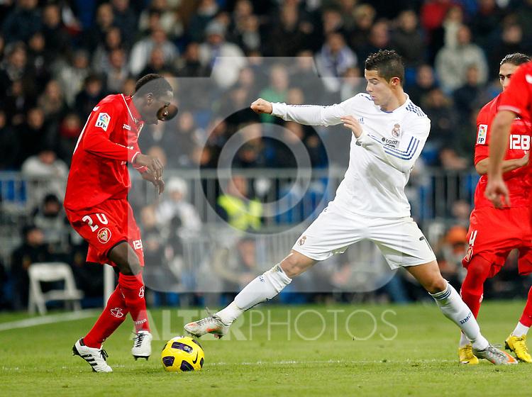 Madrid, (20/12/10).- Estadio Santiago Bernabeu.16ª Jornada del Campeonato Nacional de Liga..Real Madrid 1- Sevilla 0.Cristiano Ronaldo y Dabo....Photo:Alex Cid-Fuentes/ALFAQUI..