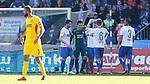 Magdeburg bejubelt Jan Glinker (Magdeburg, 1), Jubel &uuml;ber den Sieg, Jubel nach SpieleJubel &uuml;ber den Sieg, Jubel nach Spielende Karlsruhe entt&auml;uscht, schaut entt&auml;uscht, niedergeschlagen, disappointed beim Spiel in der 3. Liga, 1. FC Magdeburg - Karlsruher SC.<br /> <br /> Foto &copy; PIX-Sportfotos *** Foto ist honorarpflichtig! *** Auf Anfrage in hoeherer Qualitaet/Aufloesung. Belegexemplar erbeten. Veroeffentlichung ausschliesslich fuer journalistisch-publizistische Zwecke. For editorial use only.