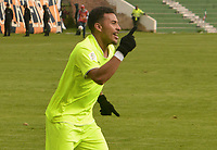 TUNJA - COLOMBIA, 28-04-2018: Duvan Vergara jugador de Envigado FC celebra después de anotar un gol a Boyacá Chicó FC durante partido por la fecha 19 Liga Águila I 2018 realizado en el estadio La Independencia en Tunja. / Duvan Vergara player of Envigado FC celebrates after scoring a goal to Boyaca Chico FC during match for the date 18 of Aguila League I 2018 played at La Independencia stadium in Tunja . Photo: VizzorImage / Jose Miguel Palencia / Cont