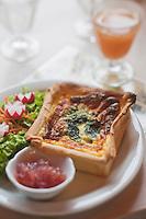 Europe/France/Bretagne/29/Finistère/Brest: <br /> Emilie Bourhis  dans son restaurant et boutique de produits bio: Le Potager de Mémé,