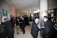 Delegierte des DFB-BUndestags am Buffet