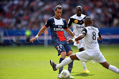 31.08.2013. Paris, France. French League football. Paris St Germain versus Guingamp Aug 31st.  Javier Pastore (psg) - Claudio Beauvue (psg)