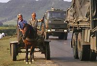 Albania, Settembre 1991, operazione umanitaria Pellicano dell'Esercito Italiano per l'aiuto alla popolazione in difficoltà<br /> <br /> - Albania, humanitarian operation Pellicano of the Italian Army for the aid to the population in difficulty