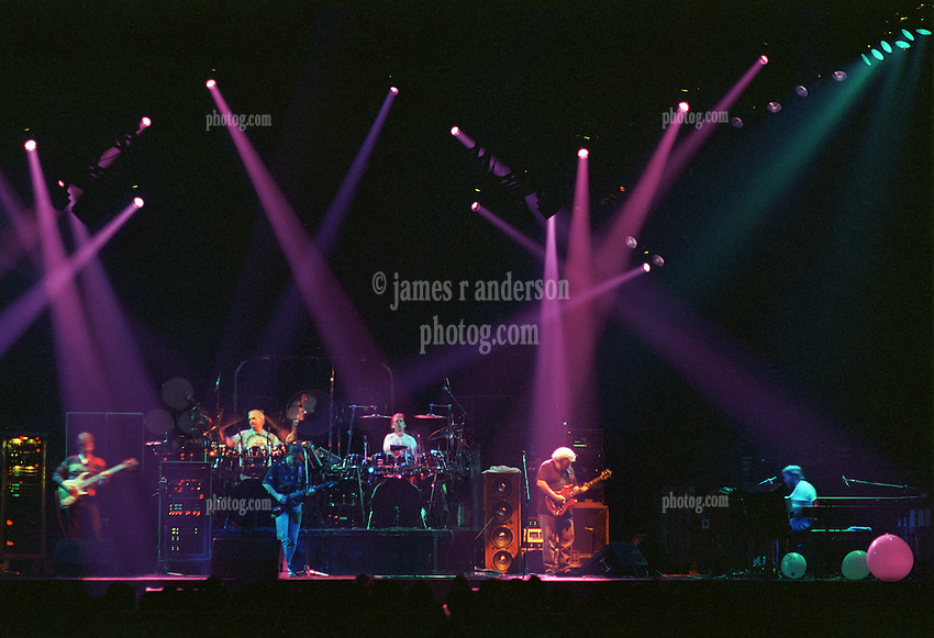 The Grateful Dead perfoming Playing in the Band Jam at the Nassau Coliseum, Uniondale NY, 30 March 1990