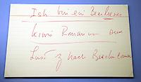 """Austellung im Zeitgeschichtlichen Forum Leipzig / Amerika - im Bild: Exponat - der Spickzettel von US-Präsident John F. Kennedy zu seiner legendären Rede vor dem Rathaus Schöneberg in Berlin , in der er den Satz prägte """"Ick bin ein Berliner"""" , dazu ein Porzellanteller mit dem Porträt des Präsidenten, welchen er als Geschenk bekam. - Ausstellung """"The American Way. Die USA in Deutschland.""""  Foto: aif / Norman Rembarz<br /> <br /> Jegliche kommerzielle wie redaktionelle Nutzung ist honorar- und mehrwertsteuerpflichtig! Persönlichkeitsrechte sind zu wahren. Es wird keine Haftung übernommen bei Verletzung von Rechten Dritter. Autoren-Nennung gem. §13 UrhGes. wird verlangt. Weitergabe an Dritte nur nach  vorheriger Absprache. Online-Nutzung ist separat kostenpflichtig."""