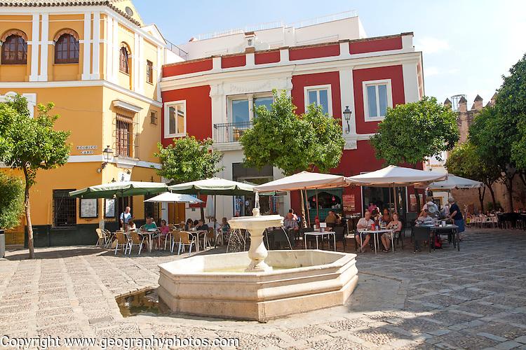 Restaurant with people eating outside historic buildings, Plaza de la Alianza, Barrio Santa Cruz, Seville, Spain