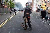 PH: Rick Findler..08.08.11 A member of public entertains the press in between clashes between youths and police in Hackney today as riots spread across the whole of London including Croydon and Clapham.