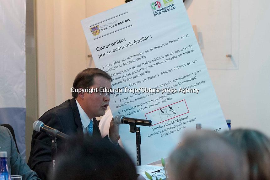 San Juan del R&iacute;o, Qro.- Se realiza el debate entre los candidatos a la presidencia municipal, organizado por la CANACINTRA en el que participaron todos los aspirantes a la alcald&iacute;a sanjuanense.<br /> <br /> Participaron los candidatos Gabriela Rold&aacute;n Ugalde del PRD, Gerardo S&aacute;nchez V&aacute;zquez del PRI, Cesareo Pi&ntilde;a Alegria por MORENA, Salvador Olvera P&eacute;rez del Partido Humanista, Virginia L&oacute;pez Ordaz de Movimiento Ciudadano, David Ch&aacute;vez Dorantes del PT, Guillermo Vega Guerrero del PAN y Carlos Mondrag&oacute;n Barr&oacute;n del PES.<br /> <br /> El evento estuvo plagado de fallas t&eacute;cnicas en el audio y por la falta de un cron&oacute;metro que indicara el tiempo a los participantes.