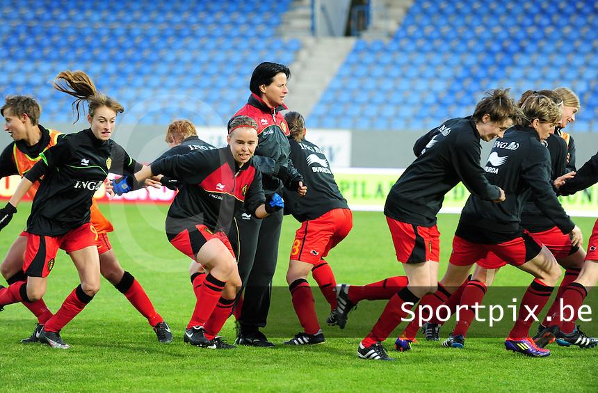 Iceland : UEFA Women's Euro Qualifying group stage (Group 3) - 21/09/2011 - 21:30CET (19:30 local time) - Laugardalsvöllur - Reykjavik : ICELAND (ijsland) - BELGIUM ( Belgie) : spurt opwarming voor de wedstrijd voor Tamara Cassimon . Tessa Wullaert , Stefanie Van Broeck en Heleen Jaques spurten weg.foto DAVID CATRY / Vrouwenteam.be