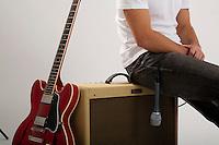 Belo Horizonte_MG, Brasil...Detalhe das pernas do cantor Danilo Franca sentado no amplificador de som...Detail of Danilo Franca legs sitting on the audio amplifier...Foto: LEO DRUMOND / NITRO