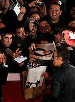 """Il cantautore statunitense Bruce Springsteen saluta i suoi fans, sul red carpet in occasione della presentazione del film documentario """"The Promise: The Making of Darkness on the Edge of Town"""", al Festival Internazionale del Film di Roma, 1 novembre 2010..U.S. rocker Bruce Springsteen greets fans walks on the red carpet to promote the documentary movie """"The Promise: The Making of Darkness on the Edge of Town"""" during the Rome Film Festival at Rome's Auditorium, 1 november 2010..UPDATE IMAGES PRESS/Riccardo De Luca"""