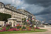 France, Aquitaine, Pyrénées-Atlantiques, Béarn, Pau : Boulevard des Pyrénées //  France, Pyrenees Atlantiques, Bearn, Pau: Boulevard des Pyrénées