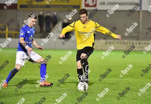 2016-11-12 / Voetbal / Seizoen 2016-2017 / Zwarte Leeuw - Tienen / Jannick Weeghmans met Ruben Meynendonckx (r. Zwarte Leeuw)<br /> <br /> ,Foto: Mpics.be