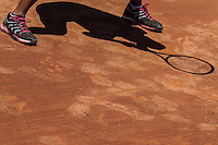 RIO DE JANEIRO, RJ, 21.02.2014 - A sombra da japonesa Kurumi Nara em lance contra a espanhola Lourdes Dominguez Lino durante partida das quartas de final na quadra 1 do Jockey Club nesta sexta-feira. (Foto: Néstor J. Beremblum / Brazil Photo Press).