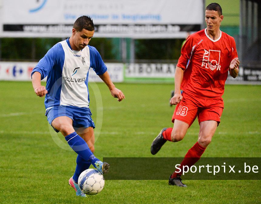 KSV Rumbeke - De Ruiter : Nicolas Da Silva (links) aan de bal voor Dieter Deceuninck (r)<br /> foto VDB / BART VANDENBROUCKE