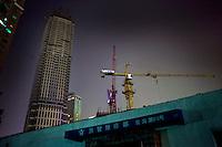 Nuove costruzioni si fanno sempre più strada nella vecchia città.<br /> New builds advance on the Old Town