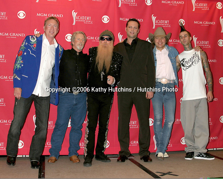 Buddy Owens, ? ,Billy Gibbons, Vince Vaughn, Dwight Yoakam, and Travis Barker.Press Room.MGM Garden Arena.Las Vegas, NV.May 23, 2006.©2006 Kathy Hutchins / Hutchins Photo....