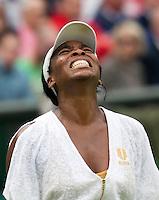 22-06-11, Tennis, England, Wimbledon, Venus Williams  is gefrustreerd