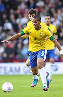 MIDDLESBROUGH, INGLATERRA, 20 JULHO 2012 - AMISTOSO INTERNACIONAL - BRASIL X GRA-BRETANHA - O jogador Romulo, da Seleção Brasileira, durante amistoso contra a Grã-Bretanha, no estádio Riverside, em Middlesbrough, na Inglaterra, no último jogo antes do início da Olimpíada. (FOTO: GUILHERME ALMEIDA / BRAZIL PHOTO PRESS).
