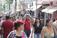CAMPINAS SP 10.08.2019 - COMERCIO - Movimentacao de pedestres no comercio da rua Treze de Maio, neste sabado (10), vespera dia dos pais, na cidade de Campinas (SP). (Foto: Denny Cesare/Codigo19)