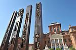Nel parco della Reggia di Racconigi esposizione di Scultura internazionale. Scultura di Arnaldo Pomodoro.