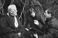 Star Wars: Episode VI - Return of the Jedi (1983) <br /> Behind the scenes photo of Mark Hamill &amp; Alec Guinness<br /> *Filmstill - Editorial Use Only*<br /> CAP/KFS<br /> Image supplied by Capital Pictures