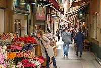 France, Provence-Alpes-Côte d'Azur, Nice: shopping in Old Town quarter | Frankreich, Provence-Alpes-Côte d'Azur, Nizza: Einkaufen in Nizzas Altstadtgassen