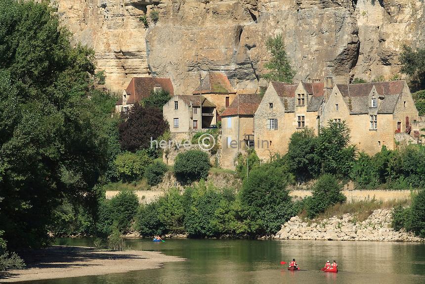 France, Dordogne (24), Beynac-et-Cazenac, la Dordogne et le bas du  village  // France, Dordogne, Beynac-et-Cazenac, the Dordogne and the village