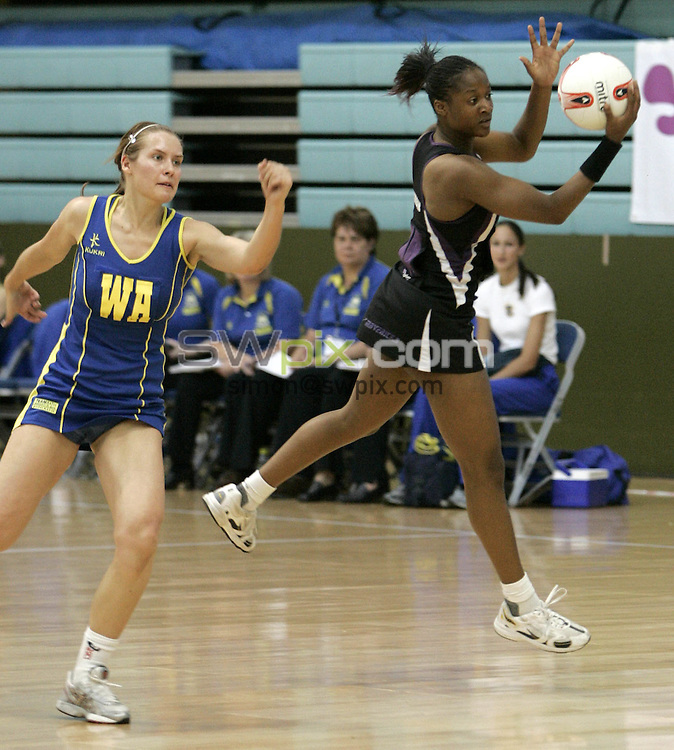 PIC BY PHIL SEARLE/SWPIX : 2006 figleaves.com Superleague Final, Guildford Spectrum.Sasha Corbin, Tamsin Greenway ....03/06/06....Sasha Corbin of Mavericks takes the ball in front of Tamsin Greenway of  TeamBath in the first ever figleaves.com Superleague Final played at the Guildford Spectrum. TeamBath won the match 43-35(Photo: Phil Searle)