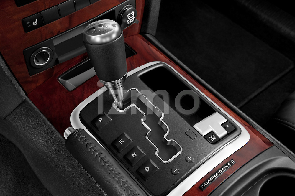 Gear shift detail view of a 2009 Jeep Grand Cherokee 5 Door